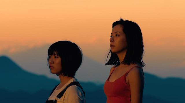 画像: 桜井ユキ×小松未来 ©「真っ赤な星」製作委員会