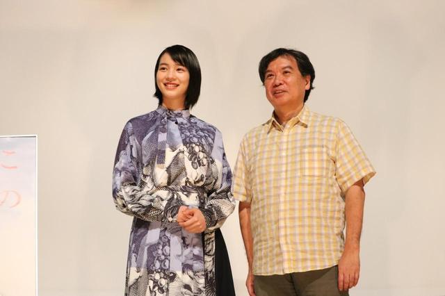 画像2: 左より のん(主演声優)、片渕須直(監督)