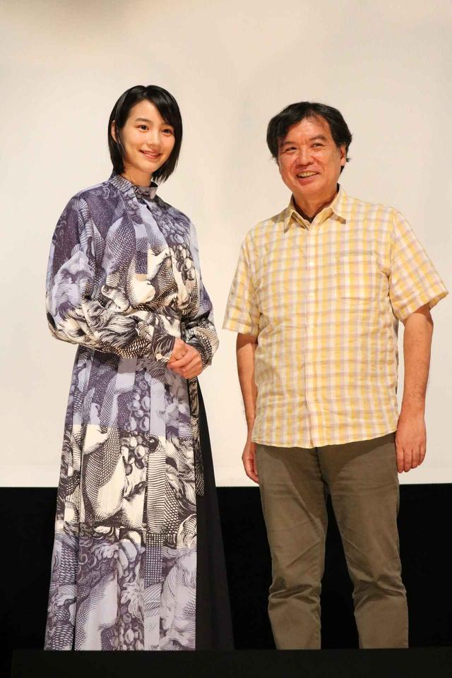 画像1: 左より のん(主演声優)、片渕須直(監督)