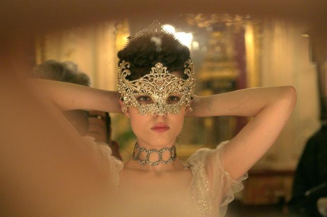 画像1: 最も切なく、最も官能的な、仕掛けられた恋。 聖なる宮殿に漂うエロティシズムと、切ない恋。