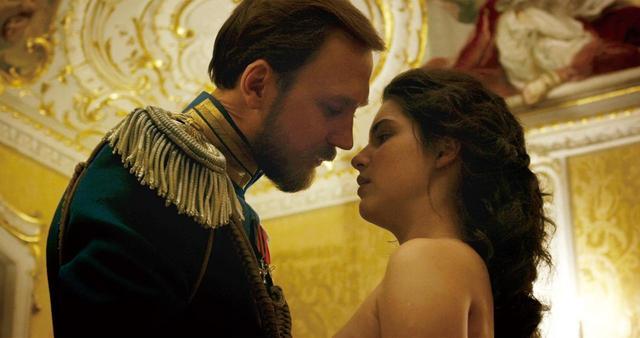 画像2: 最大のタブーにして最大のスキャンダル!最も切なく、最も官能的な、聖なる宮殿に漂うエロティシズムの究極の恋愛『マチルダ 禁断の恋』予告