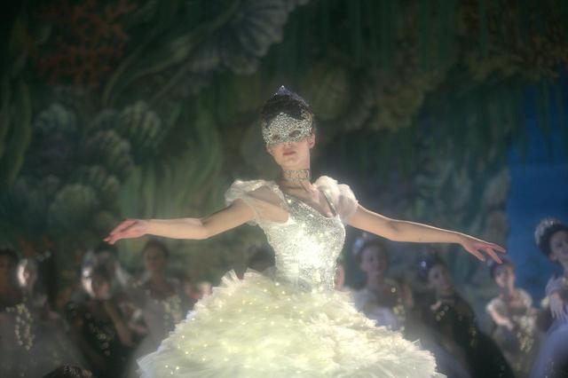 画像6: 最も切なく、最も官能的な、仕掛けられた恋。 聖なる宮殿に漂うエロティシズムと、切ない恋。