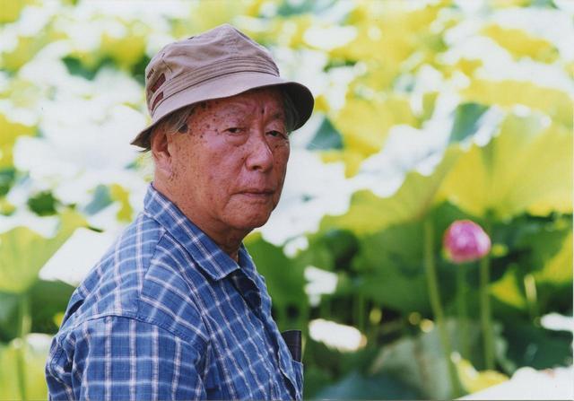 画像: 不忍池にて(2002年) 撮影:松尾正信