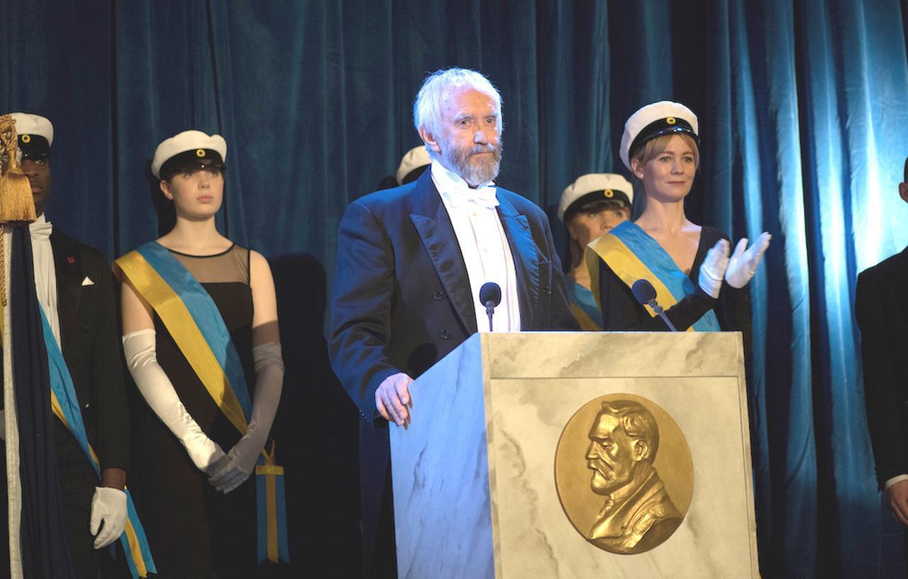 画像2: ノーベル賞トリビア付きの場面写真が解禁!世界最高の権威を誇るノーベル賞の、前代未聞のスキャンダルを描く『天才作家の妻 -40 年目の真実-』