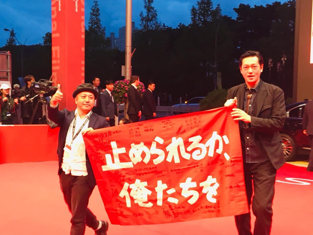 画像: 左より白石和彌監督、井浦新