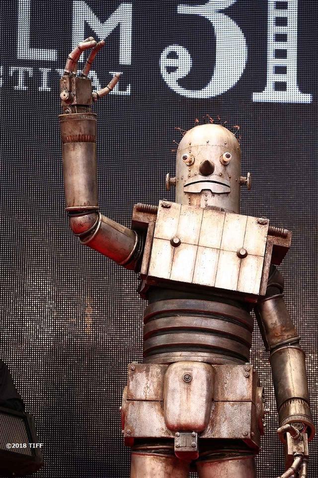 """画像1: 東京国際映画祭開幕!謎のロボット""""ロボオ""""登場!映画『ハード・コア』レッドカーペットは山下敦弘監督と""""ロボオ""""に世界中から熱視線!?"""