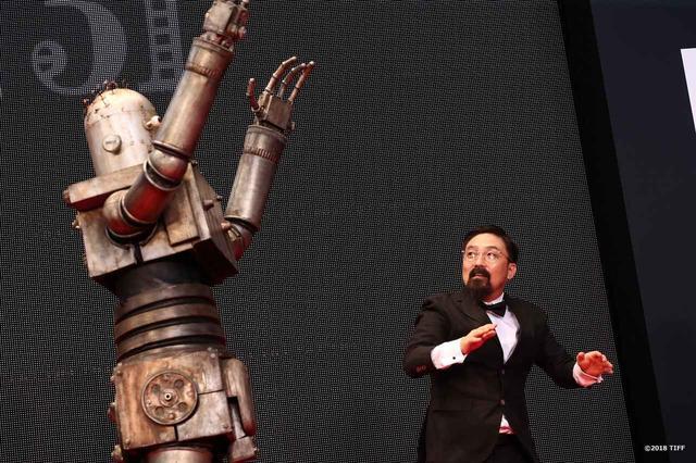 """画像5: 東京国際映画祭開幕!謎のロボット""""ロボオ""""登場!映画『ハード・コア』レッドカーペットは山下敦弘監督と""""ロボオ""""に世界中から熱視線!?"""