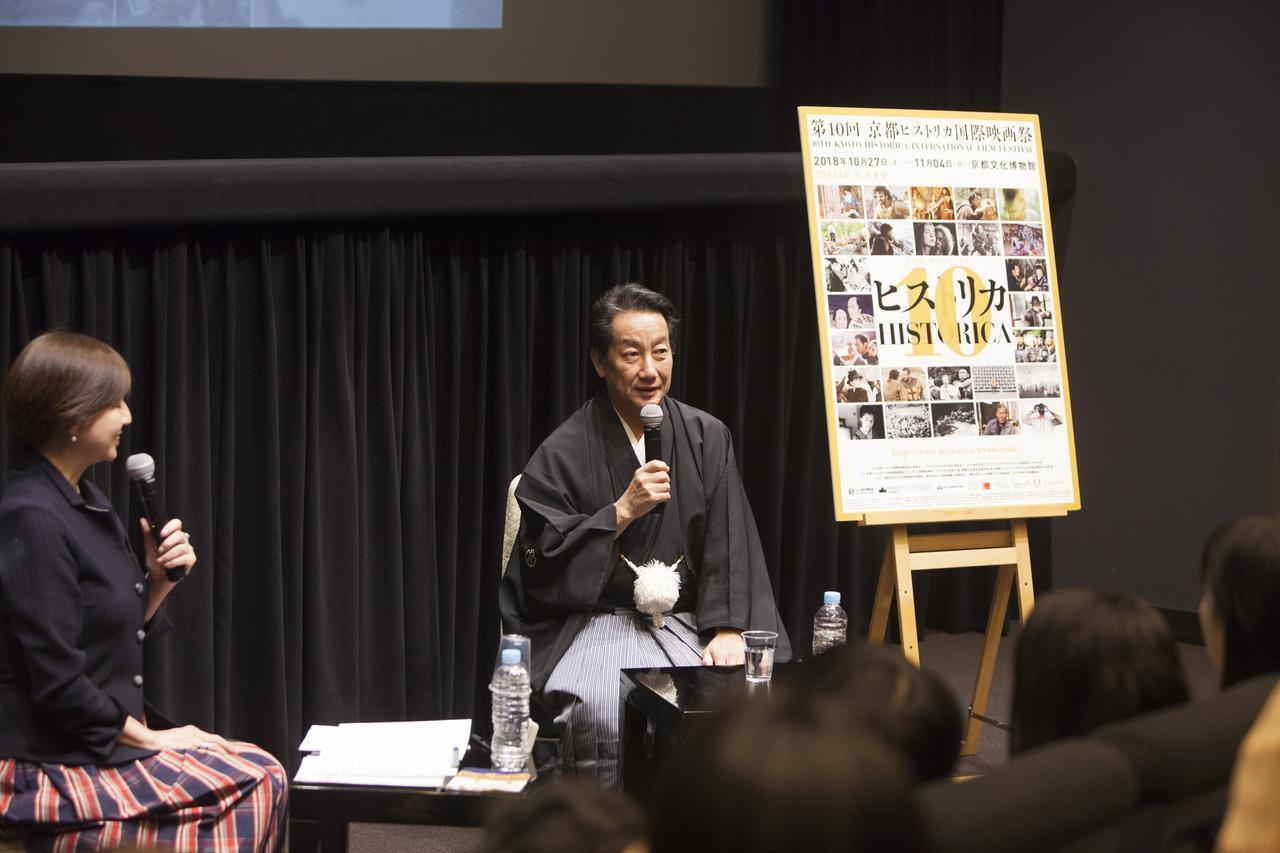 画像1: 中央 中村扇雀さん 左 聞き手 飯星景子さん