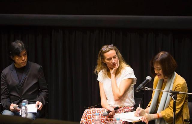画像: 左より映画批評家の大寺眞輔さん、中央 マリーヌ・フランセン監督