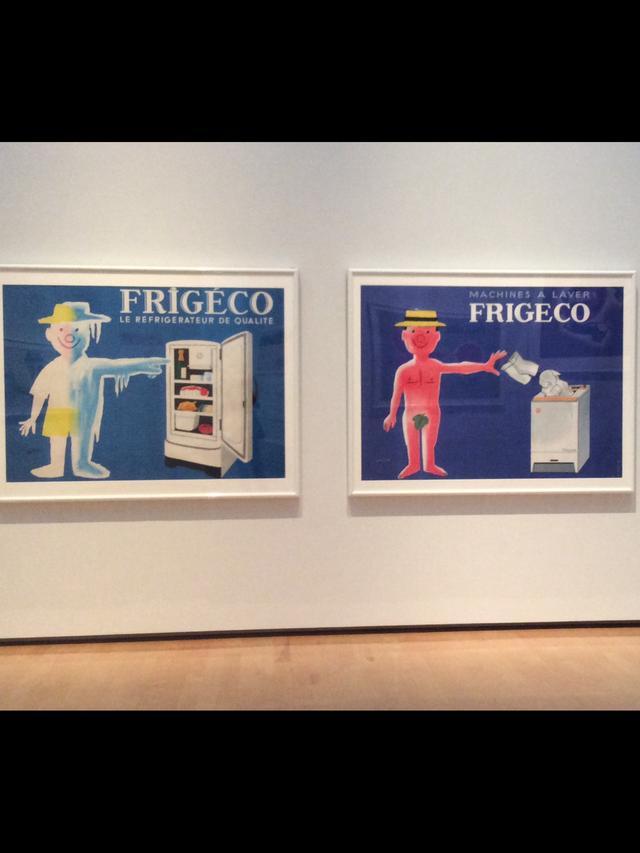 画像: 左)《フリジェコ:良質の冷蔵庫》1959年 ポスター(リトグラフ、紙)パリ市フォルネー図書館蔵 右)《フリジェコ洗濯機》1959年 ポスター(リトグラフ、紙) パリ市フォルネー図書館蔵 photo©︎cinefil
