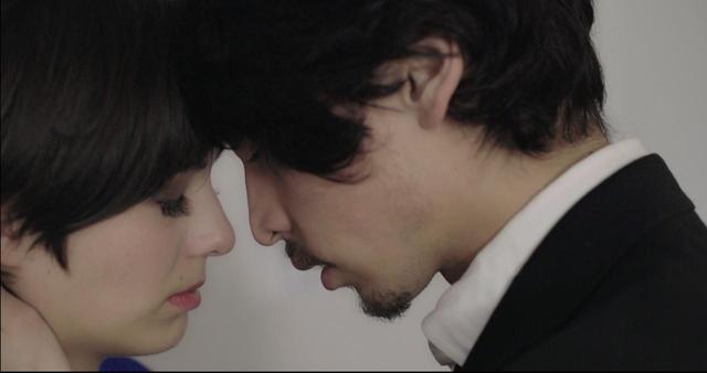 画像1: 東京生まれ-映画初主演のジュリアンに注目❗️シネフィル独占動画インタビュー❗️NYの日本人社会の裏を描いたナグメ・シルハン監督『MAKI マキ』
