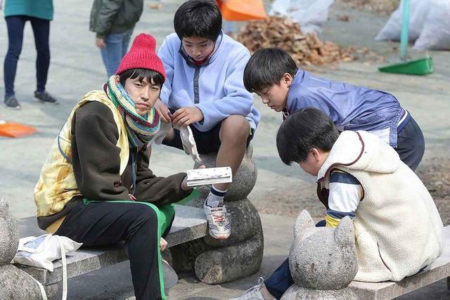画像: 村上 純(しずる) ▶青年・ドノ役 ©2019「まく子」製作委員会/西加奈子(福音館書店)