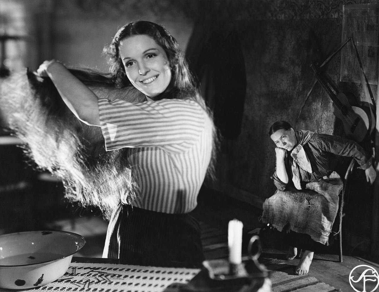 画像: 『母というだけ』場面写真(1949) 監・脚:アルフ・シューベリ 20 世紀初めのスウェーデンの農村地帯で、苦しい生活に負けずに子供を育て上げる母の一代記