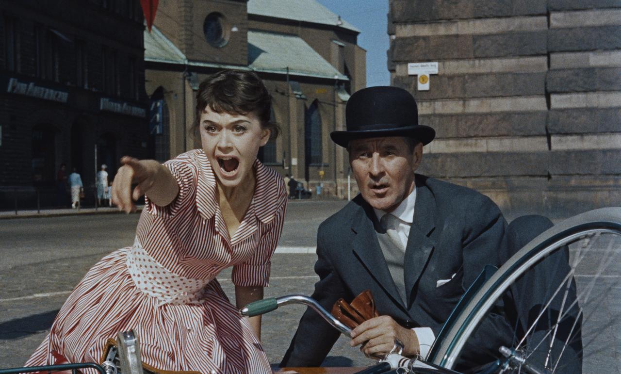 画像: 『ミス・エイプリル』場面写真 (1958)監・脚:ヨーラン・イェンテレ お堅い銀行頭取がオペラ歌手として目覚め、ダンサーの娘と恋に落ちる軽快なミュージカル
