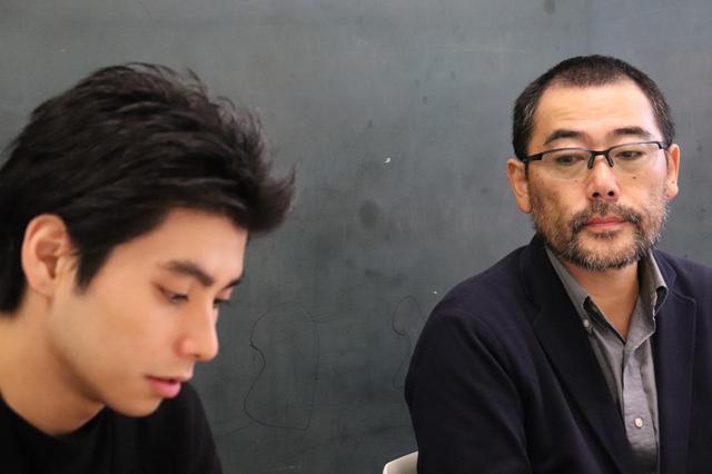 画像1: 左より村上虹郎さん、武正晴監督