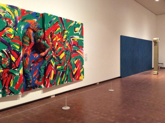 画像: 左)山倉研志《香り》1983年 兵庫県立美術館蔵 右)福嶋敬恭《ENTASIS》1983年 作家蔵 photo©︎cinefil