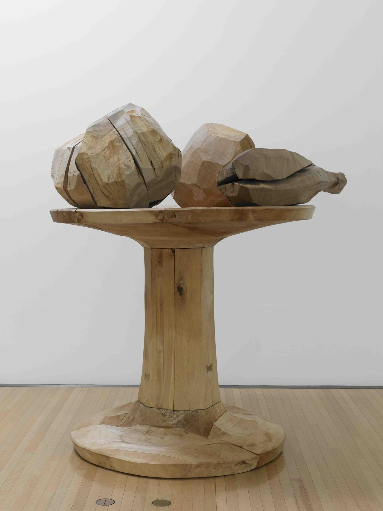 画像: 松井紫朗《carved goblet with four masses》1984年 豊田市美術館蔵