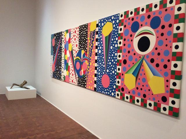 画像: 左)黒川弘毅《Golem 40》1989年  国立国際美術館蔵 右)小田英之《スペクタクル(2018バージョン)》1989年  作家蔵 photo©︎cinefil