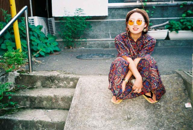 画像: 監督:福田芽衣 1995年兵庫県出身。東放学園映画専門学校卒業。 在学当初は監督志望ではなかったが、初監督作の短編『穴のなか』 制作をきっかけに、映画制作を始める。その後、 卒業制作として二作目『チョンティチャ』を手がけ、本作は第 29回東京学生映画祭グランプリを受賞した。