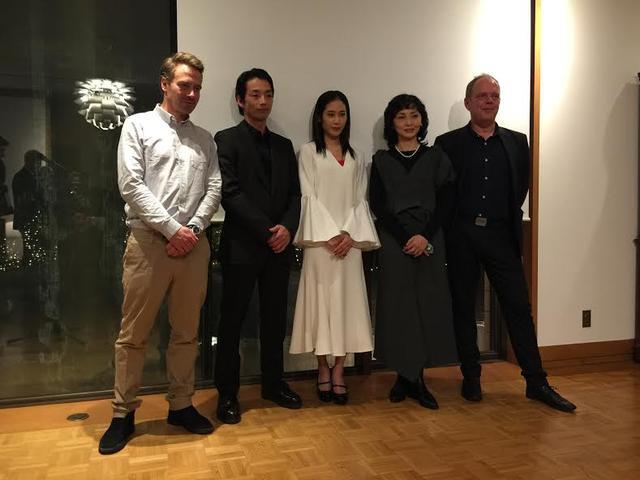 画像: 左より監督のダニエル・デンシック、森山未來、阿部純子、南果歩、プロデューサーのマイケル・ハスランド。