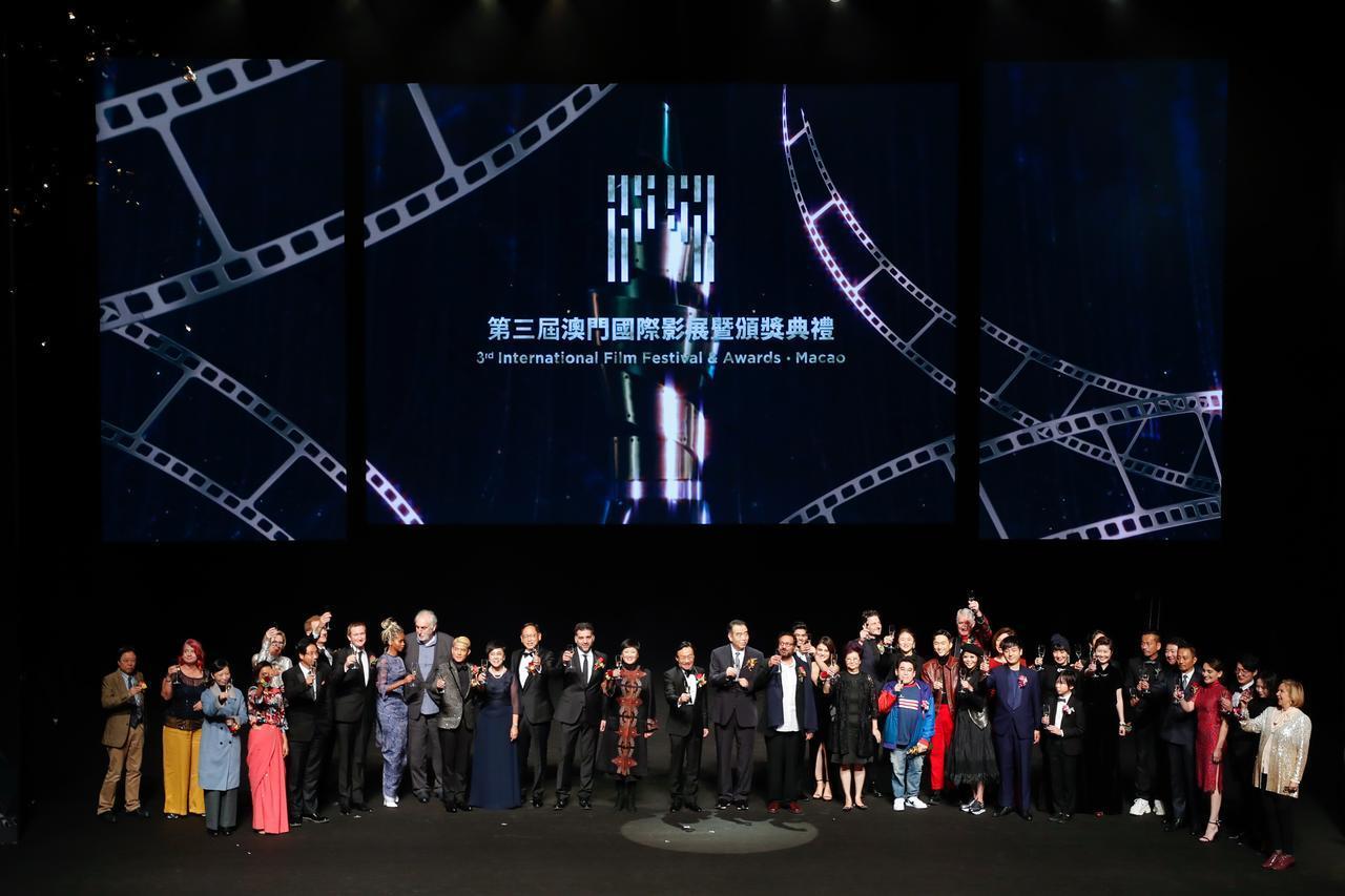 画像1: 奥山大史監督-サン・セバスチャン、ストックホルム両国際映画祭での快挙に続き、マカオ国際映画祭でも日本人として初受賞!『僕はイエス様が嫌い』