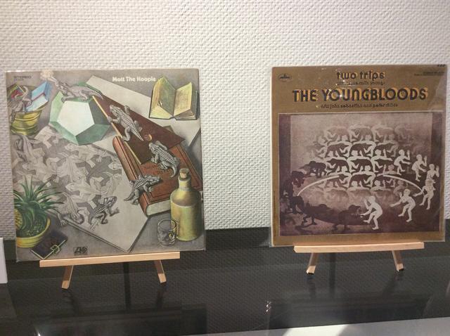画像: ミラクルエッシャー展 特別展示 atあべのハルカス美術館 左:レコードジャケット モット・ザ・フープル「モット・ザ・フープル」1969年発売 右:レコードジャケット ザ・ヤングブラッズ「トゥー・トリップス」1970年発売 photo©︎cinefil
