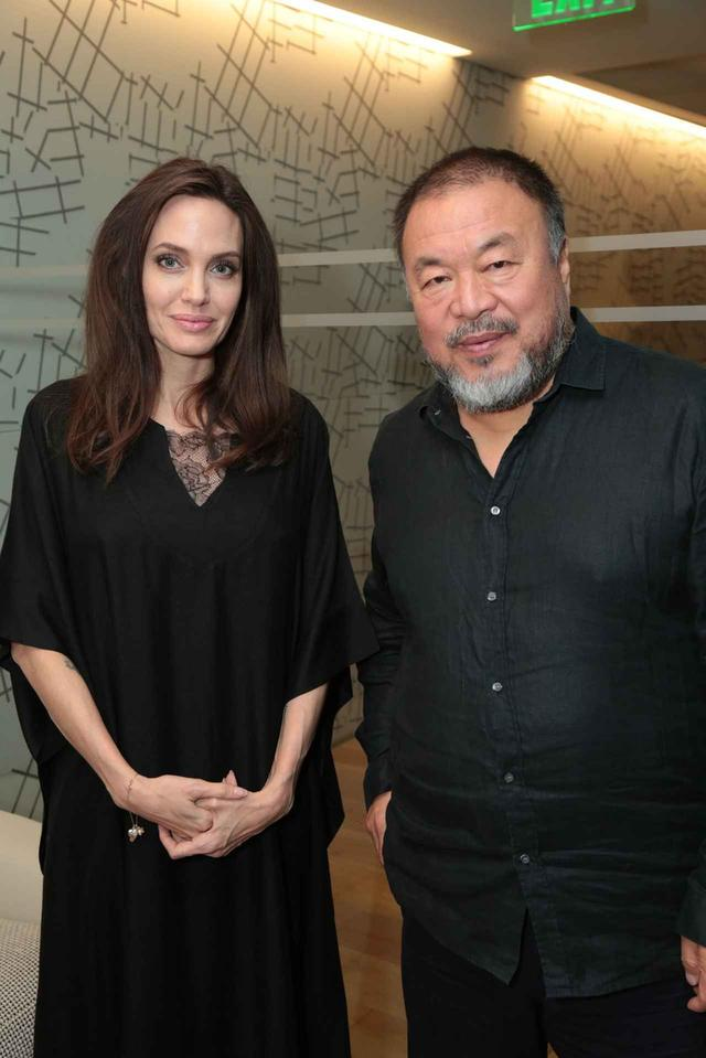 画像: Ai Weiwei with Angelina Jolie at the special screening of HUMAN FLOW
