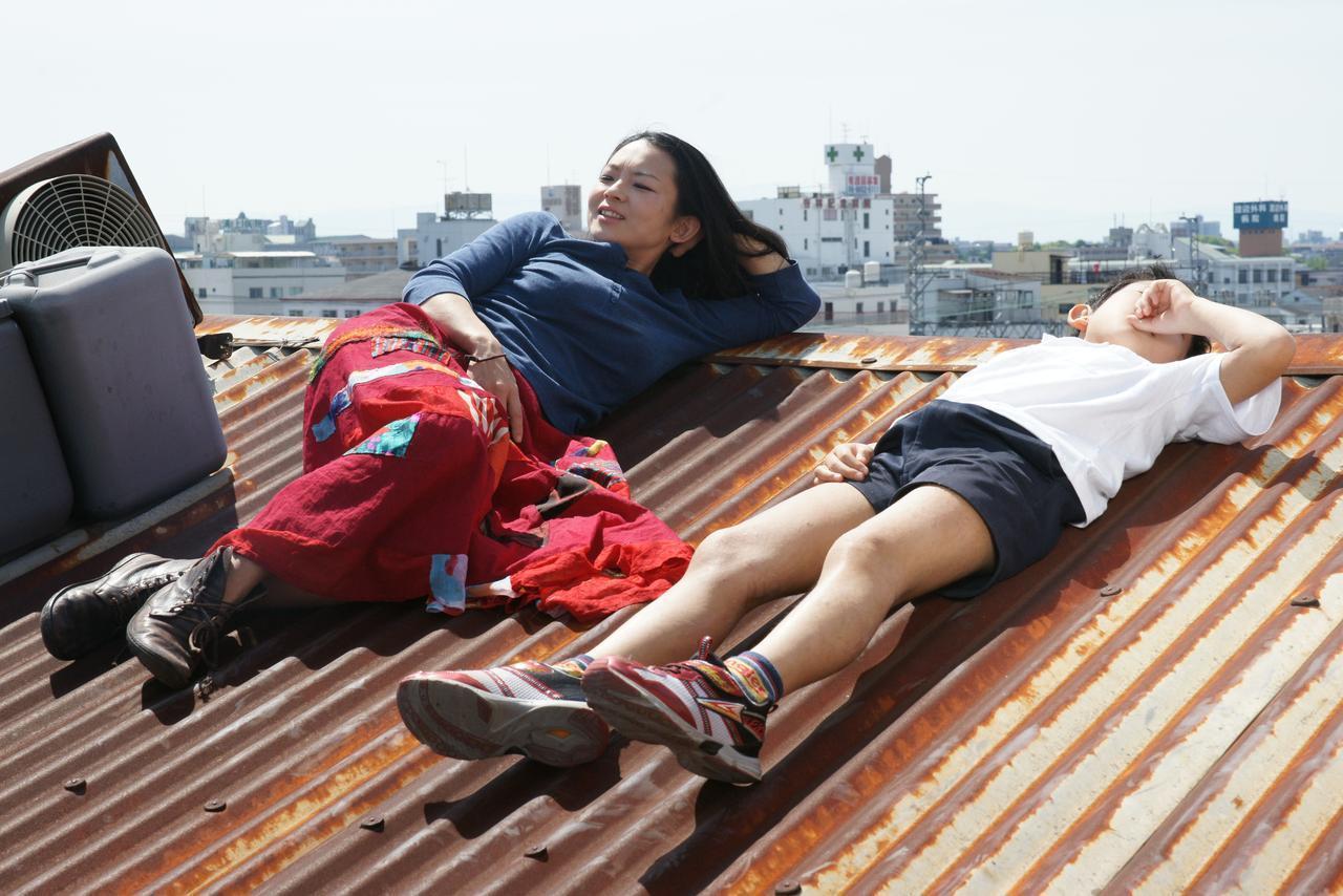 画像: 大阪・西成から飛び出した16mmフィルムが「Fantástico!」とバカウケ!ポルトで開催のポルト・ポスト・ドック国際映画祭でグランプリ『月夜釜合戦』 - シネフィル - 映画とカルチャーWebマガジン