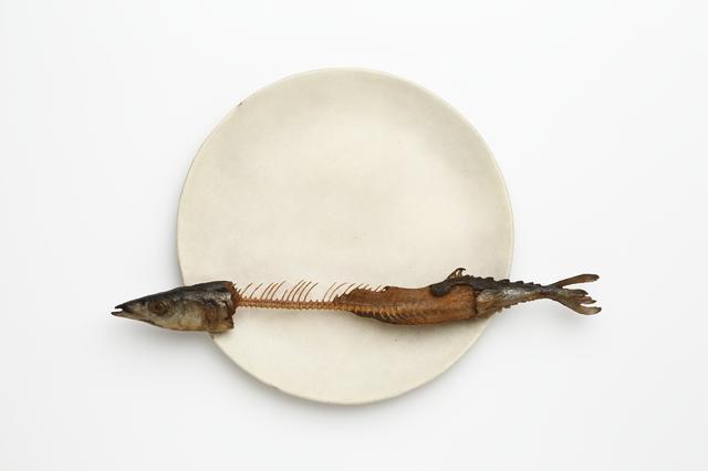 画像: 【木彫】前原冬樹 《一刻:皿に秋刀魚》 2014年