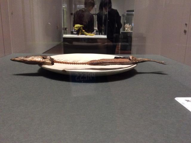 画像: 【木彫】前原冬樹 《一刻:皿に秋刀魚》 2014年 photo©︎cinefil