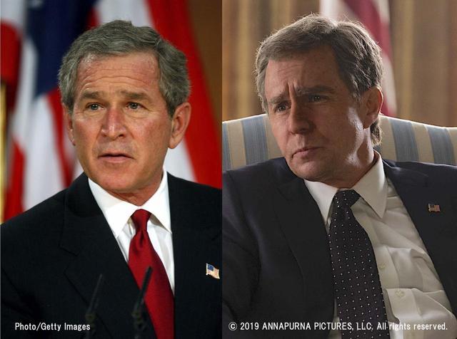 画像: ブッシュ本人と演じたサム・ロックウェル