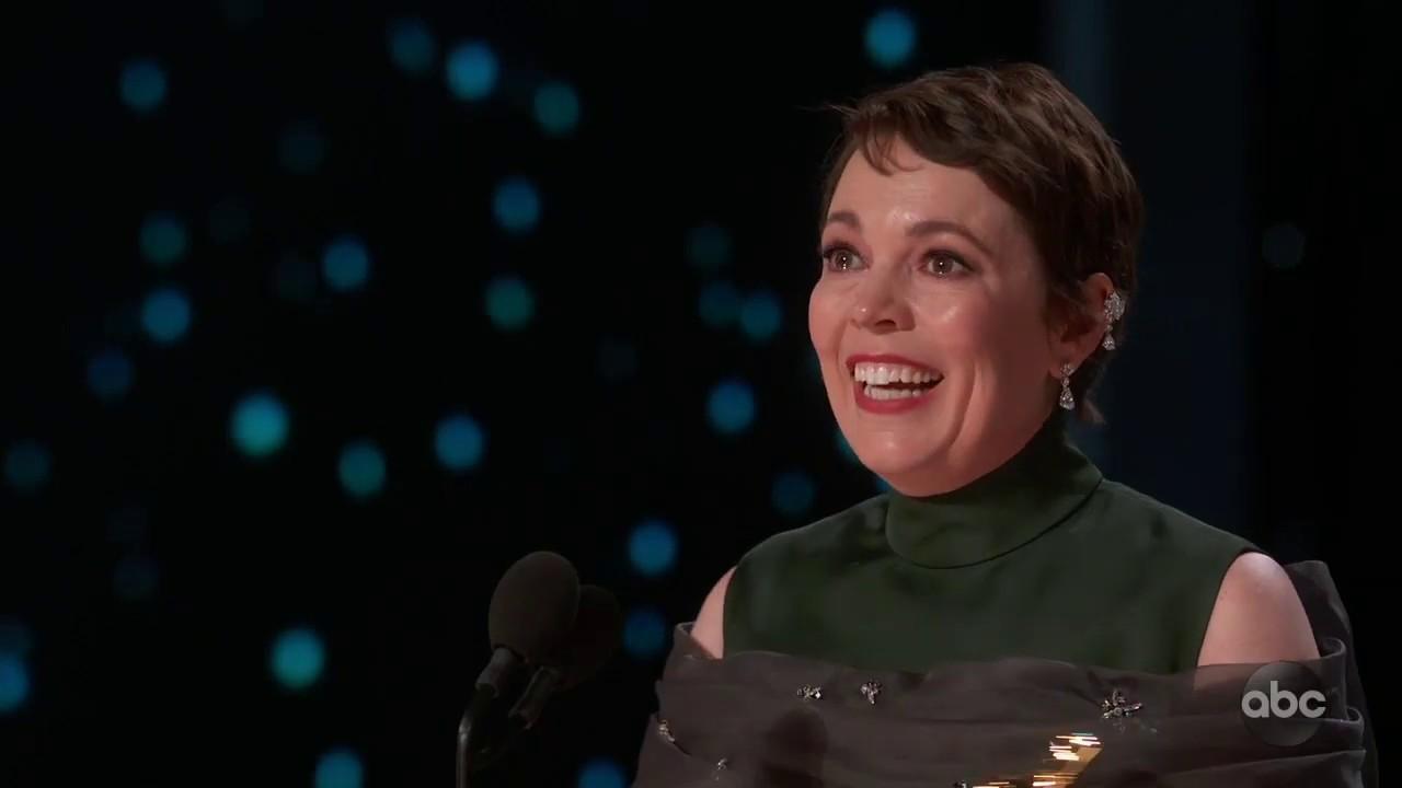 画像: Olivia Colman Accepts the Oscar for Lead Actress youtu.be