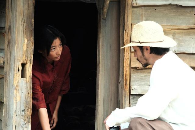 画像: メイキング写真 左より川島鈴遥、オダギリジョー監督、、、