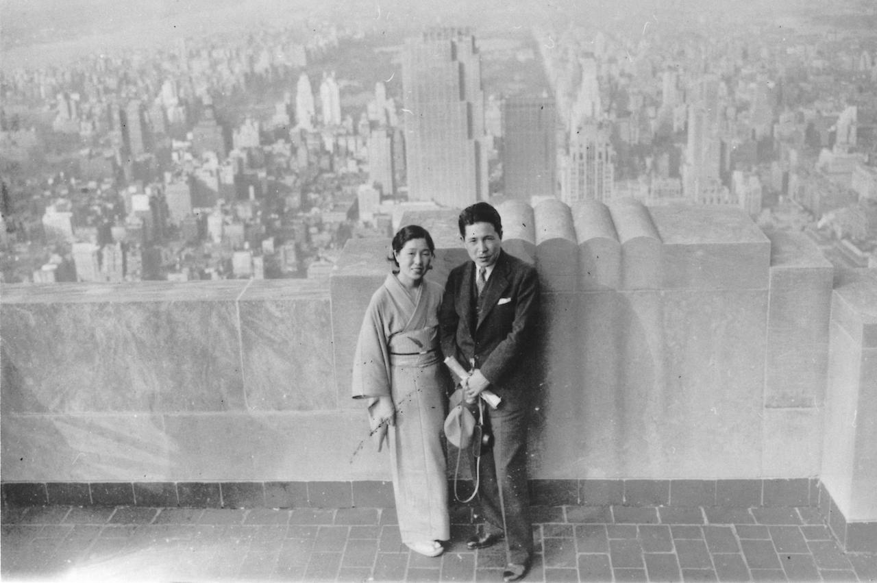 画像: 1935年NYにてエムパイアステートビル屋上にて