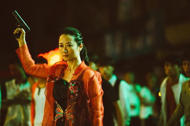 画像3: 邦題『帰れない二人』に決定!名匠ジャ・ジャンクー監督最新作は、一組の女と男が辿る今世紀の18年間を、変わりゆく中国を背景に紡ぎだす!