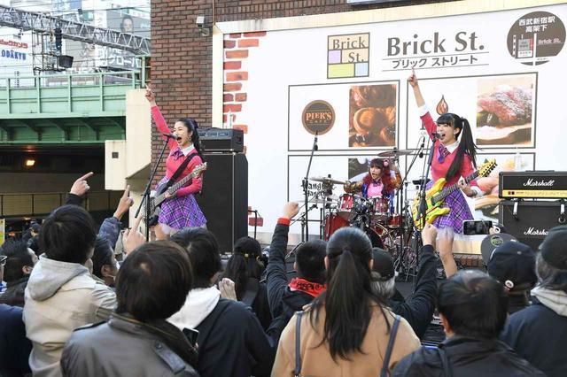 画像: DROP DOLL(チヒロ、ユイナ、ユキノ)ライブ ©2019「JK☆ROCK」ビジネスパートナーズ