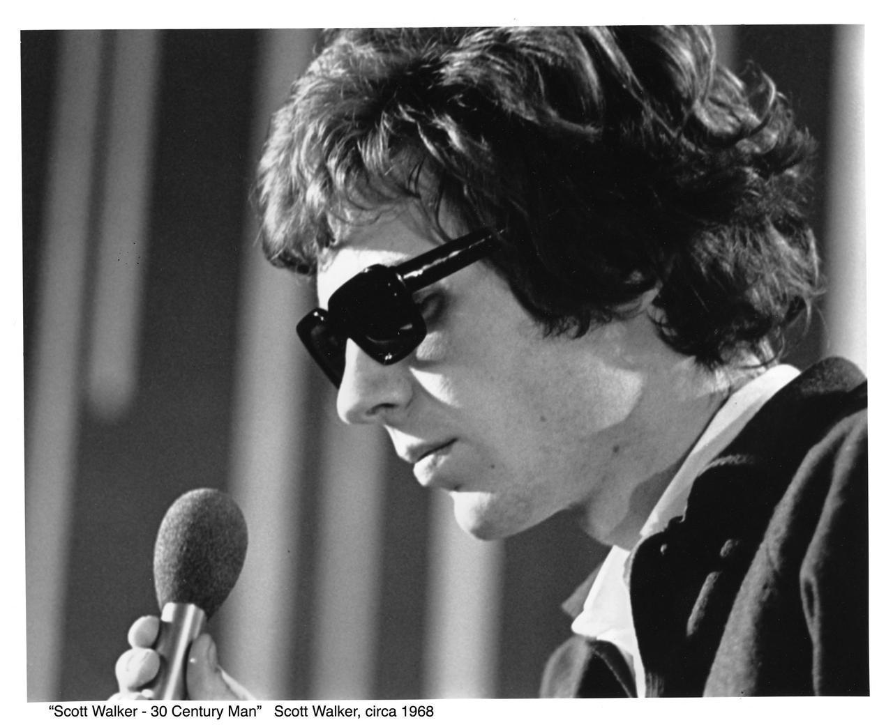 画像: ■スコット・ウォーカー略歴 1964年、ウォーカー・ブラザーズ結成。1965年デビュー。3rdシングル「涙でさようなら」が全英チャート1位のヒットを記録。以降、「太陽はもう輝かない」、「孤独の太陽」、「ダンス天国」等、複数のヒットを放ち、イギリスのみならずヨーロッパ、オセアニア、日本で人気を得る。 ウォーカー・ブラザーズ解散後、ソロアルバム「Scott」、「Scott 2」「Scott 3」等を発表。カルト的な人気を得る。1999年、レオス・カラックス監督の映画『ポーラ X』の音楽を担当。与えた影響は、デイヴィッド・ボウイ、ブライアン・イーノから、トム・ヨーク、パルプのジャーヴィス・コッカー、U2ら次世代のアーティストにまで及んでいる。