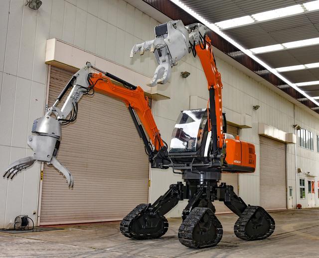 画像: 四脚クローラ方式双腕型コンセプトマシン【日立建機】