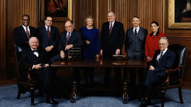 画像: 赤い服で並ぶRBG © Cable News Network. All rights reserved.