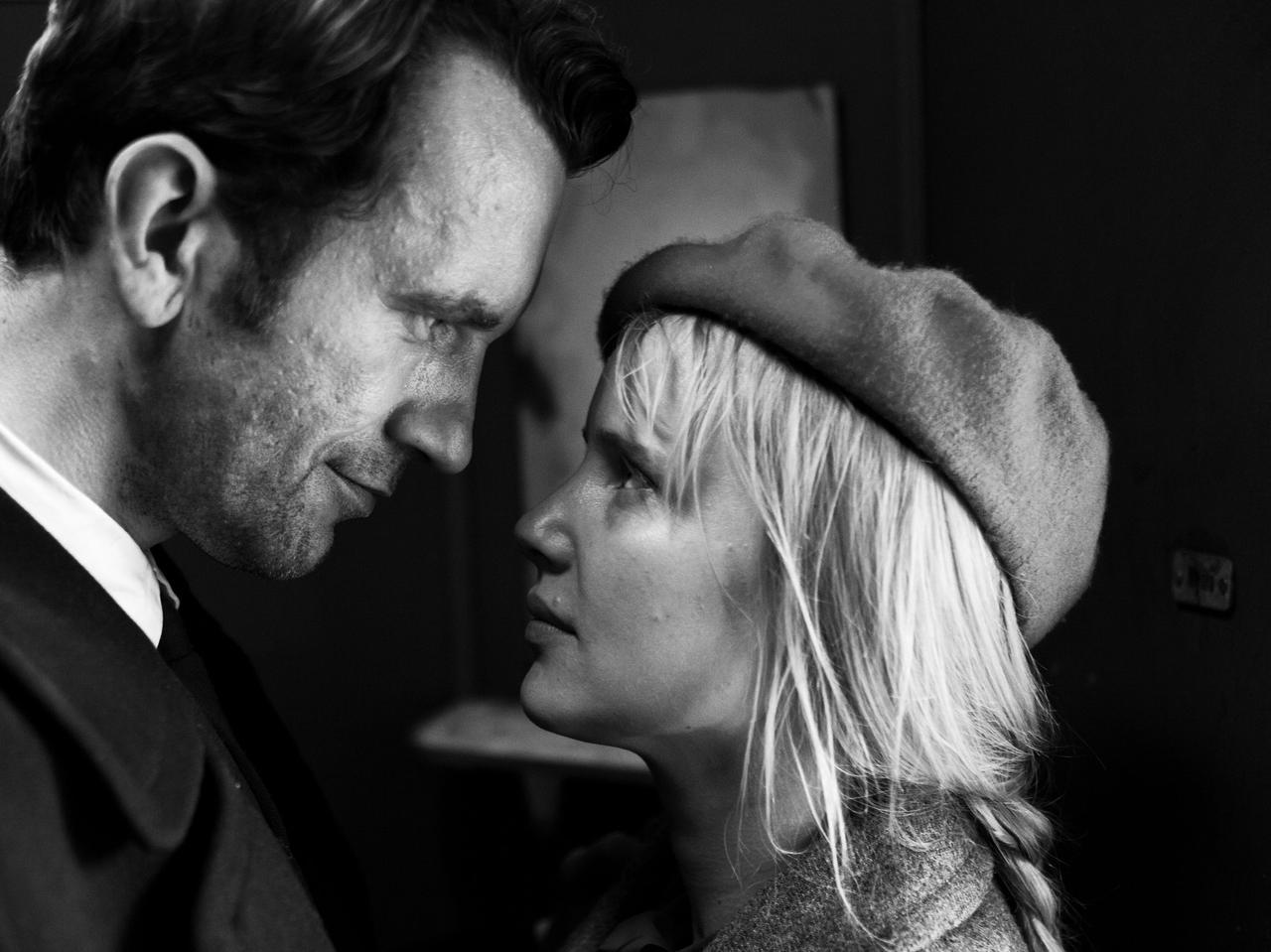 """画像5: 冷戦下、時代に翻弄される恋人たちの姿を 美しいモノクロ映像と名歌で描き出したラブストーリー 『COLD WAR あの歌、2つの心』 """"瞬きするのも惜しくなる""""場⾯写真⼀挙解禁!"""