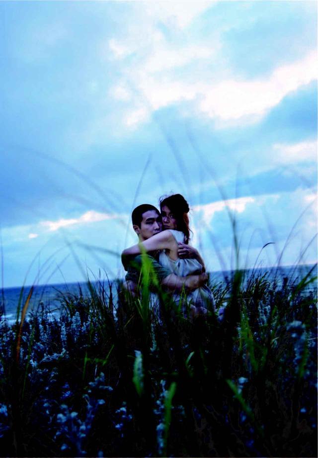 画像1: 野村佐紀子撮影『火口のふたり』オリジナルポストカード画像