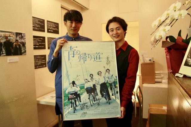 画像: 左から藤井道人監督、森永悠希さん