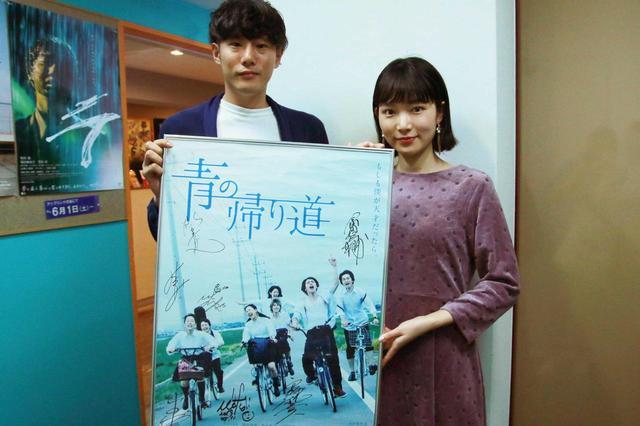 画像: 左から藤井道人監督、小川紗良さん