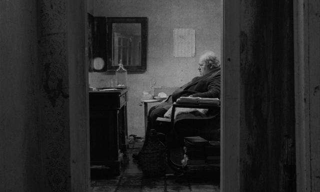 画像2: タル・ベーラ監督、伝説の7 時間18 分『サタンタンゴ』公開へ!35ミリフィルムにこだわり続けてきた監督自身が初めて許可した 4K デジタル・レストア版
