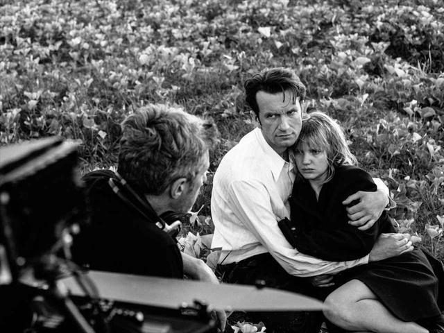 画像2: 冷戦下、時代に翻弄される恋人たちの姿を 美しいモノクロ映像と名歌で描き出したラブストーリー