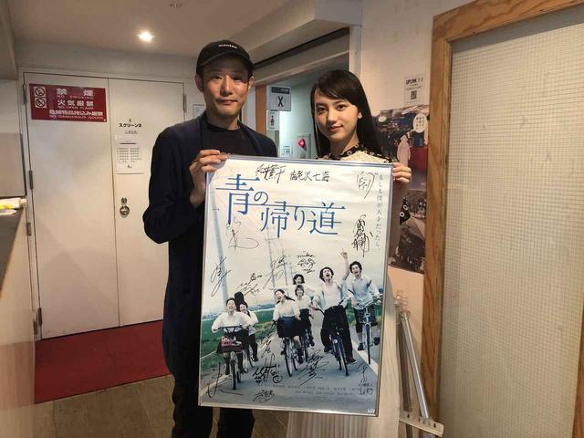 画像: 左から藤井道人監督、清原果耶さん