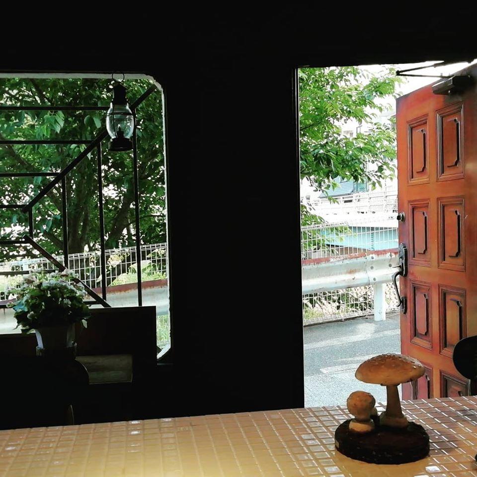 画像1: 古いスナックを改築-映画上映が出来るカフェ&バー「キノコヤ」オープン!地元に密着しながら映画を中心とした様々なカルチャーを紹介!