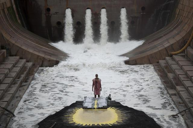 画像: Matthew Barney and Jonathan Bepler RIVER OF FUNDAMENT: BA, 2014 Production Still Photo: Hugo Glendinning ©Matthew Barney, Courtesy Gladstone Gallery, New York and Brussels.