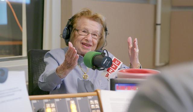 """画像6: 予告!90歳の現役セックス・セラピストが自分らしく生きるために学び、恋し、戦い、働く。ポジティブで型破りな""""人生の処方箋""""『おしえて!ドクター・ルース』"""