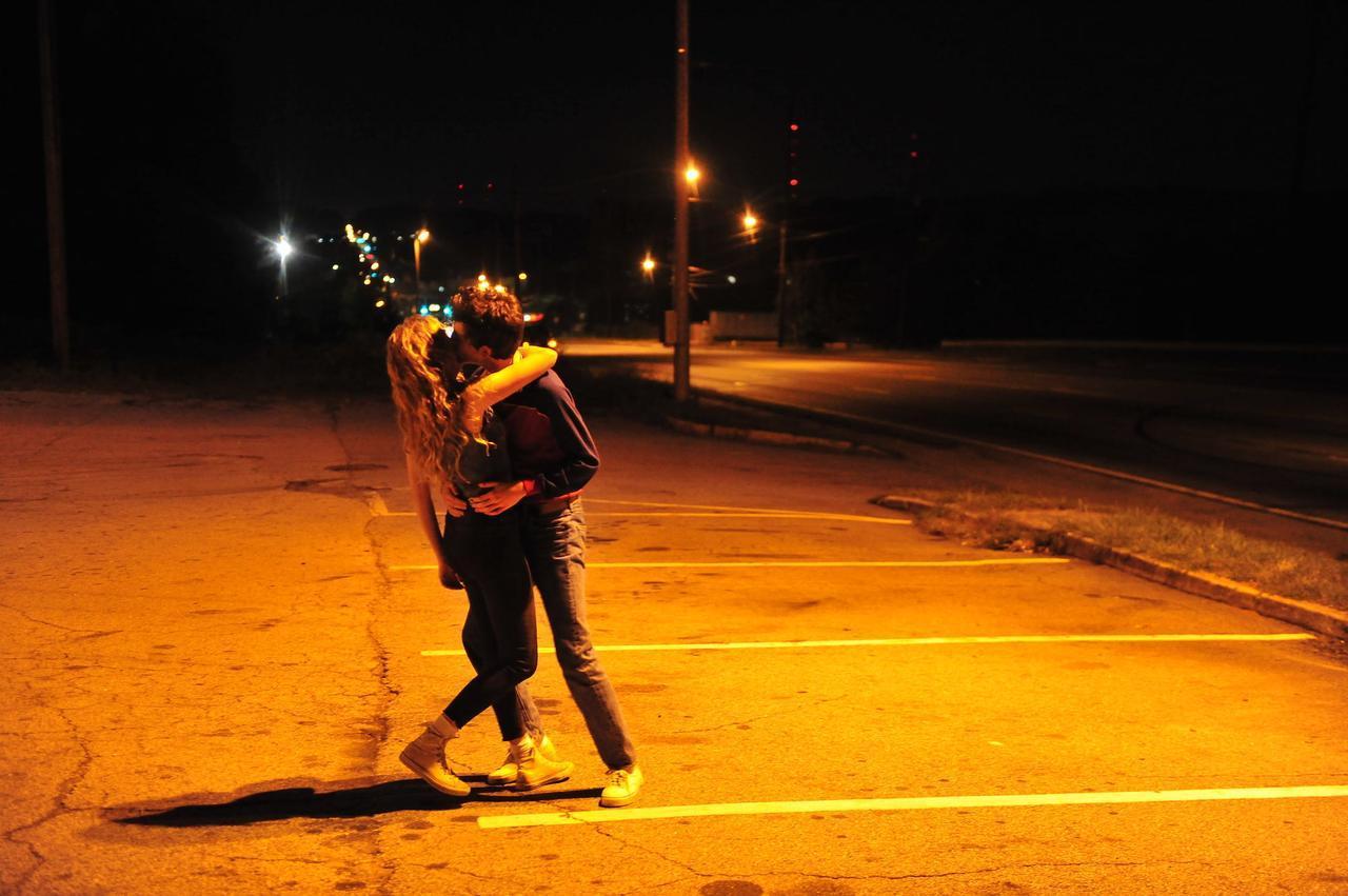 """画像13: """"ミレニアル世代のリヴァー・フェニックス""""との異名をとるティモシー・シャラメの『HOT SUMMER NIGHTS/ホット・サマー・ナイツ』劇中&メイキング画像を一挙公開!"""